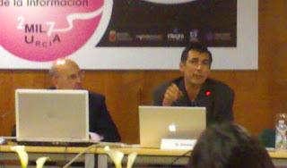 Olivares durante la conferencia
