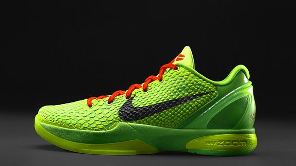 LA Laker Kobe Bryant shows off his ridiculous new Grinch Shoes (Nike Zoom