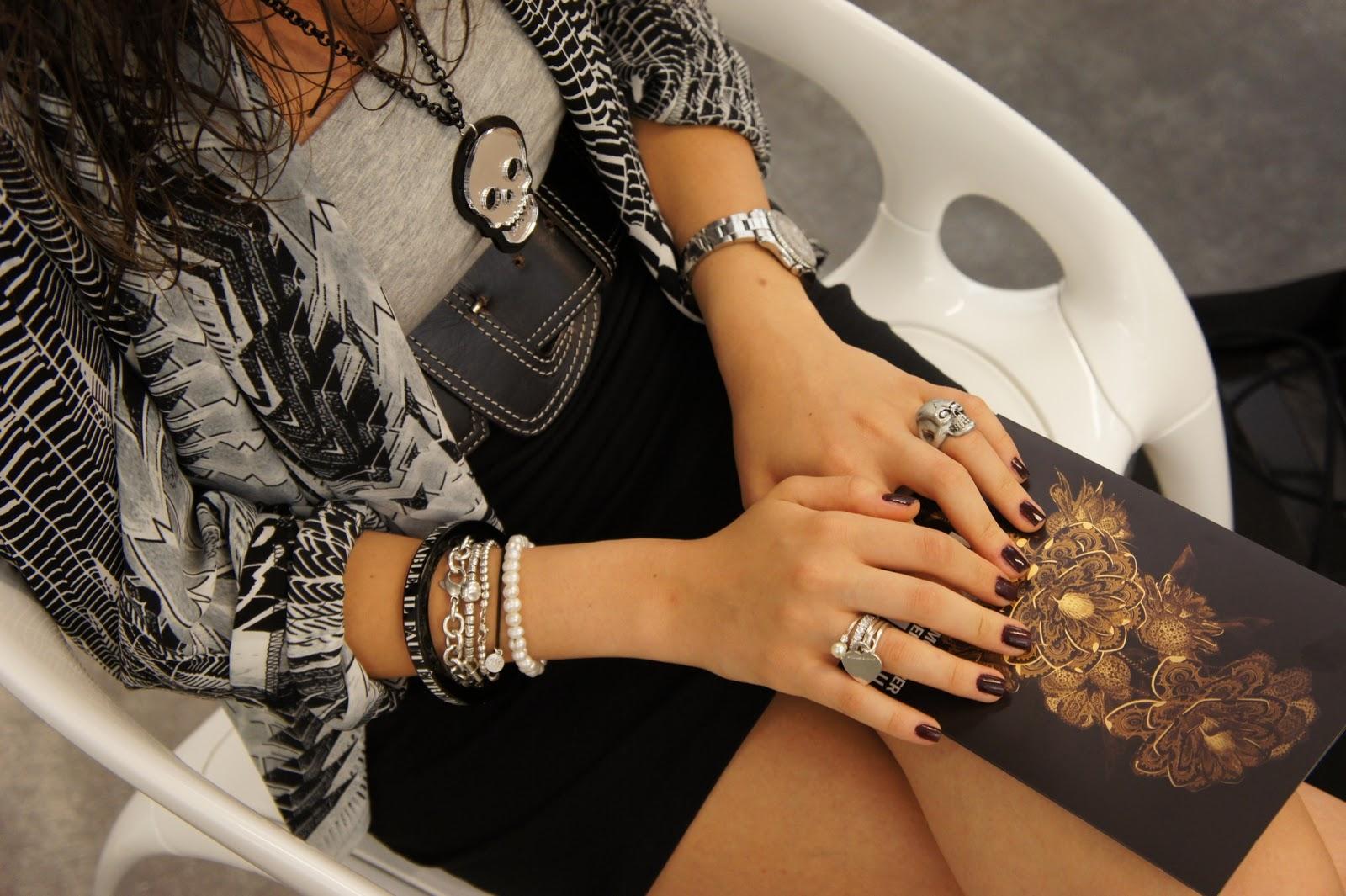 Эротика девушки в кожаном браслете 2 фотография