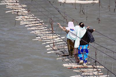 Hussaini Bridge pontes assustadoras mais perigosa do mundo paquistão rio hunza
