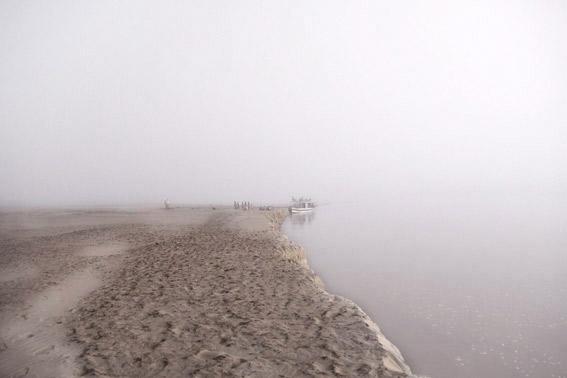 niebla en el río Tsiribihina, Madagascar