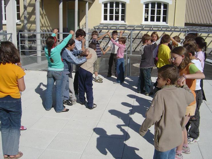Mime collectif du fonctionnement d'une station d'épuration