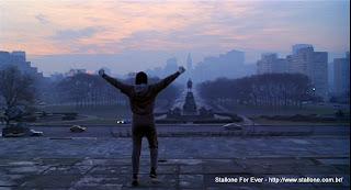 Rocky Balboa no alto do Museu de Arte da Philadelphia