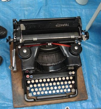 foto macchina da scrivere Olivetti al Balon