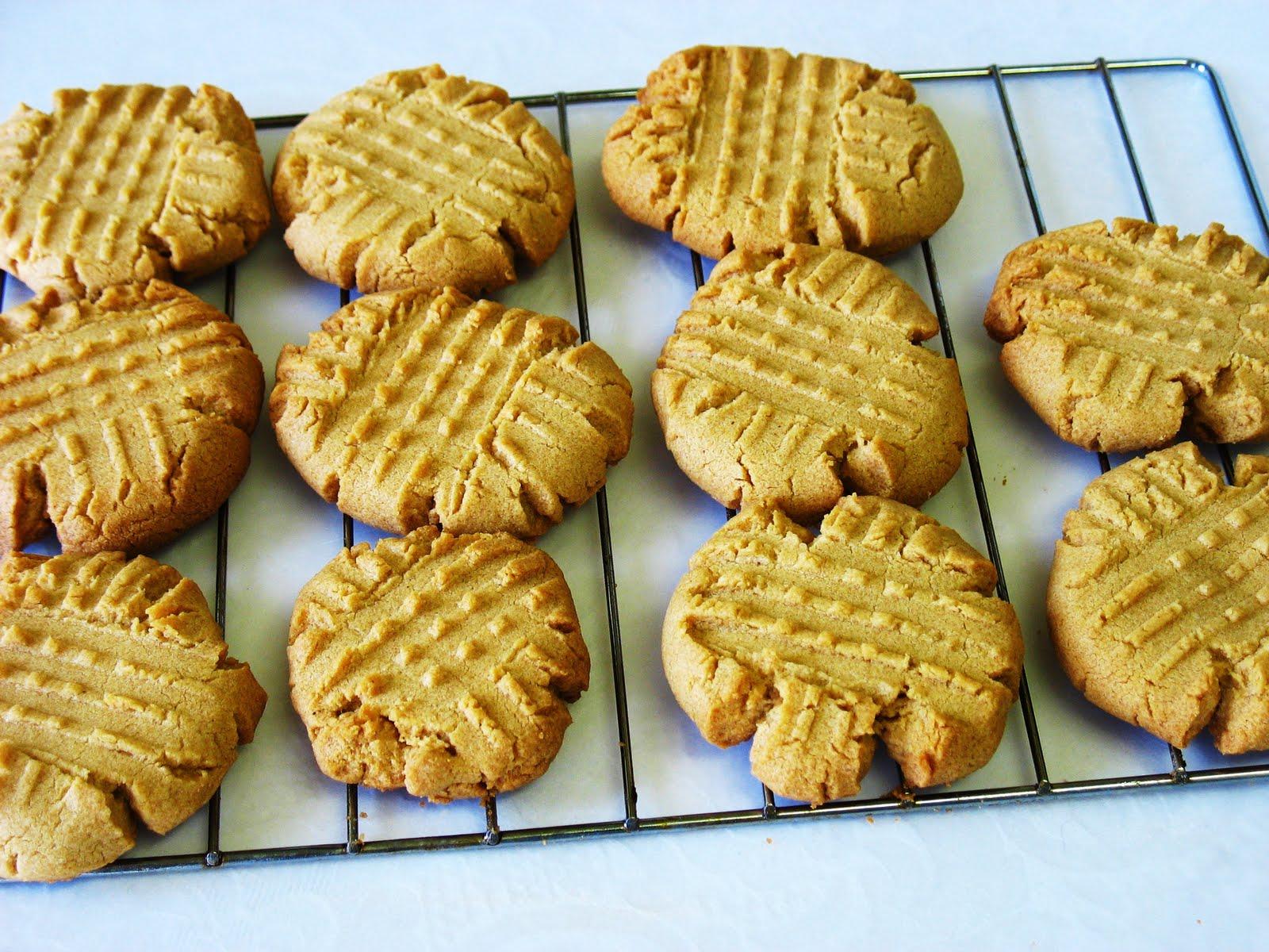 The Gluten Free Spouse: Gluten Free Peanut Butter Cookies
