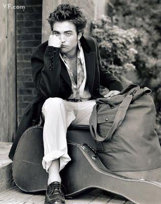 http://2.bp.blogspot.com/_frjCPpXN_Us/S-LaVMqFr_I/AAAAAAAAG70/VDaR_o_1Y0s/s1600/VF+Rob+Pattinson+blkwte+guitar.jpg