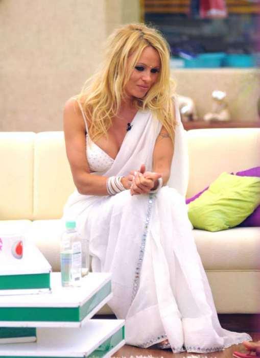 Pamela Anderson in a sari 04 Pics