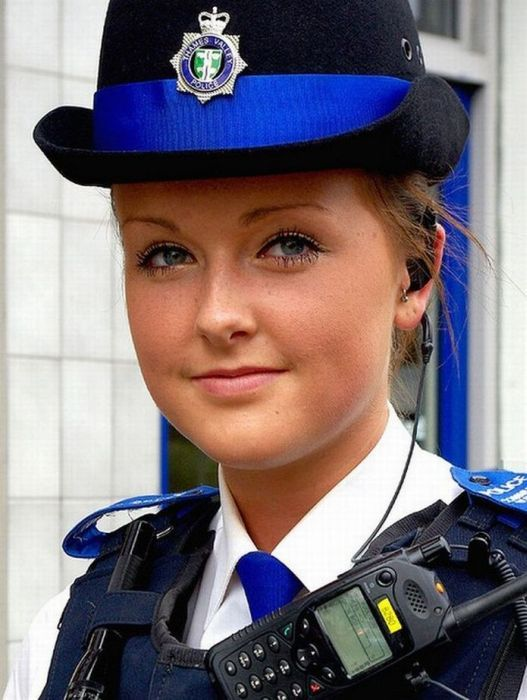 Female police officers from different countries: 21