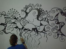 Quero ficar em suas paredes, feito tatuagem...