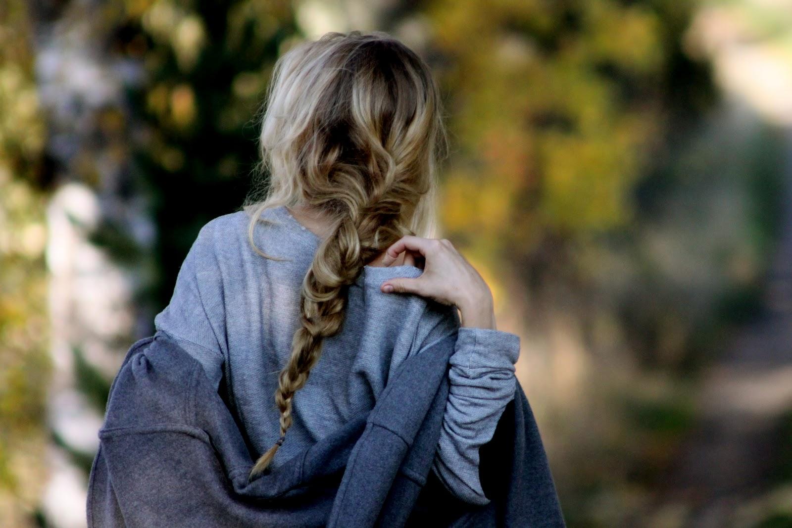 Фото блондинок со спины со средними волосами весной на аву
