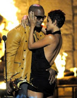 Halle Berry And Jamie Foxx Kiss Video