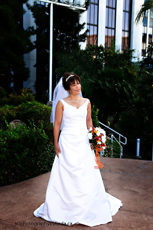 Photography by linda tropicana las vegas rock the wedding for Las vegas wedding dress