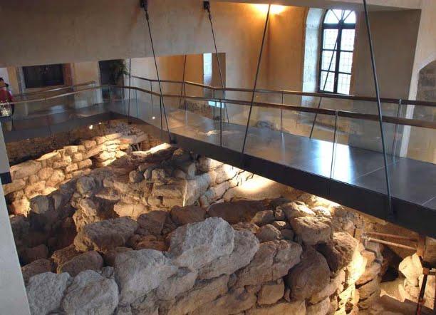 Quotidiano honebu di storia e archeologia barumini for 2 piani di casa storia con maestro al piano principale