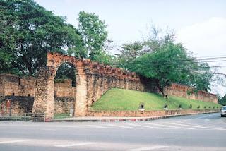 Nakhon+Si+Thammarat+city+wall.jpg