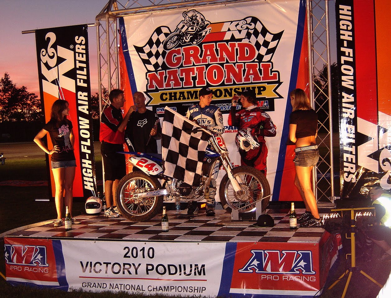 ama singles Ama grand national championship the american flat from 1946 to 1953, the ama grand national champion was crowned based on the results of a single race.
