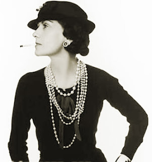 coco chanel, pearl necklace, balnck and white
