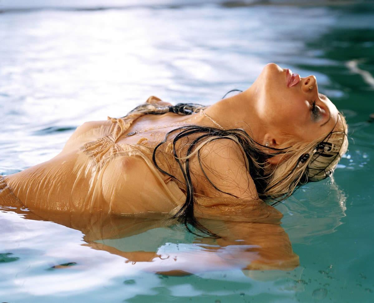 http://2.bp.blogspot.com/_g5SGe1CskCk/TQD1OMtT4uI/AAAAAAAABH8/JiPExGE9ooA/s1600/christina-aguilera-nude-01fake.jpg