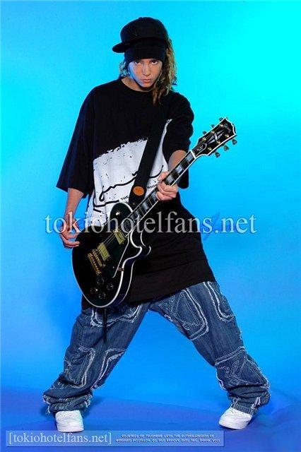 tom con la chitarra