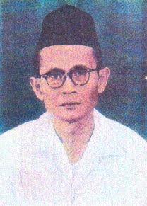 KH. Uwes Abubakar, The First Leader modern of Mathla'ul Anwar