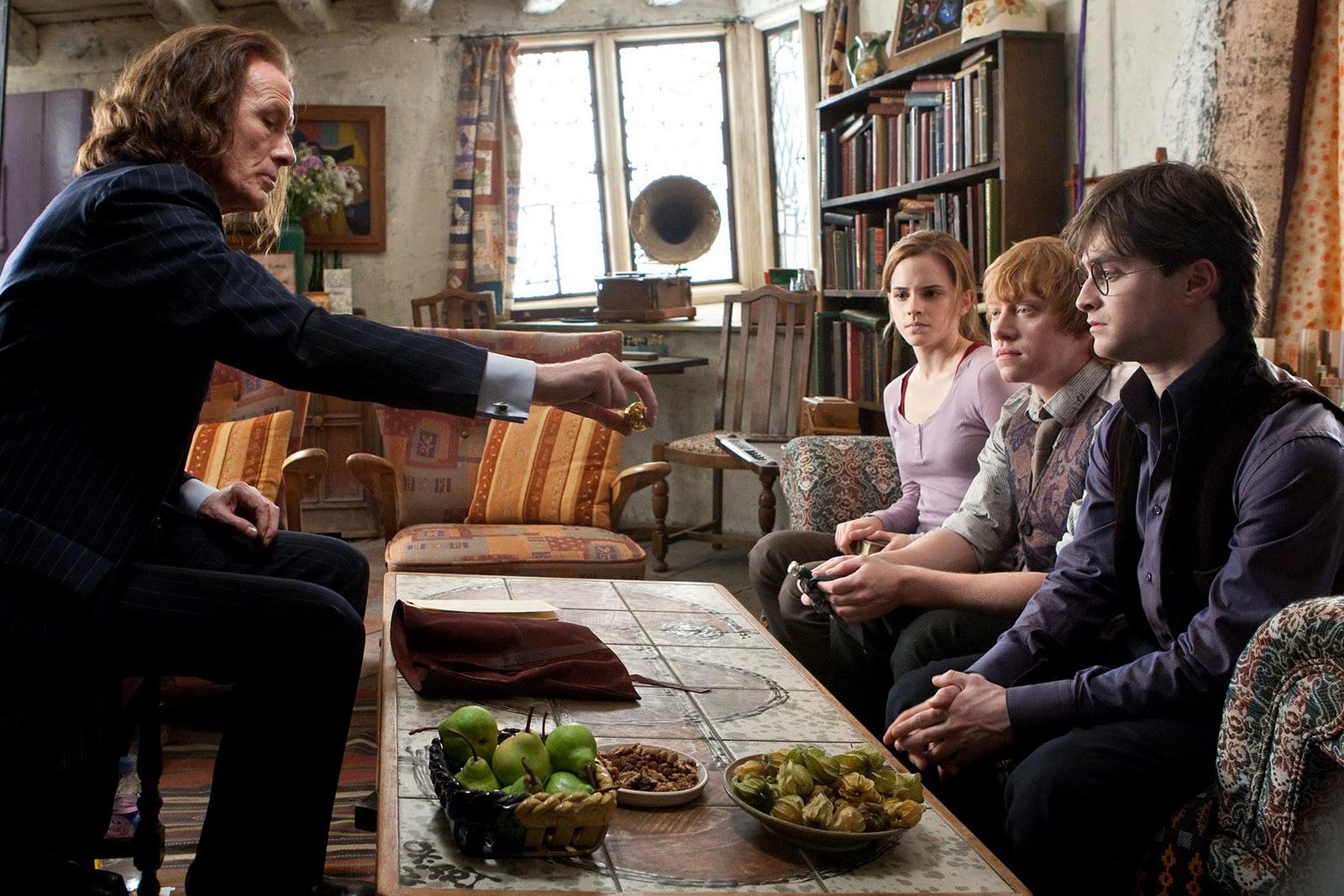 http://2.bp.blogspot.com/_g9FcMPVi7bk/TPZHc14Cb2I/AAAAAAAABNc/dVJh8VMka7g/s1600/Rupert-Grint-as-Ron-Weasley-Bill-Nighy-as-Rufus-Scrimgeour-Daniel-Radcliffe-and-Emma-Watson-as-Hermione-Granger-in-Harry-Potter-and-the-Deathly-Hallows-Part-I.jpg