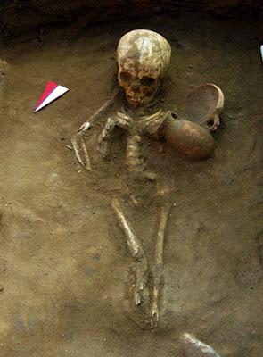 Caveira no cemitério de Himera
