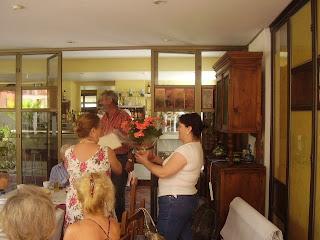 Agradecimiento a Fina y Antonio por su colaboración con la asociación vecinos y amigos de marina de casares