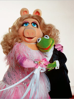 http://2.bp.blogspot.com/_gBxW-GSnE-I/SWQTU9WIDaI/AAAAAAAAAXI/69itv6zh8ro/s640/Muppets-Kermit-Miss-Piggy_l.jpg