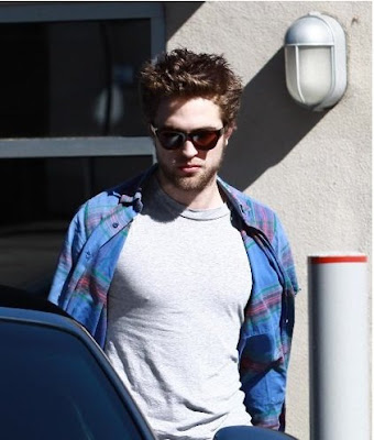 Robert Pattinson Candids on Robert Pattinson Candid Jpg