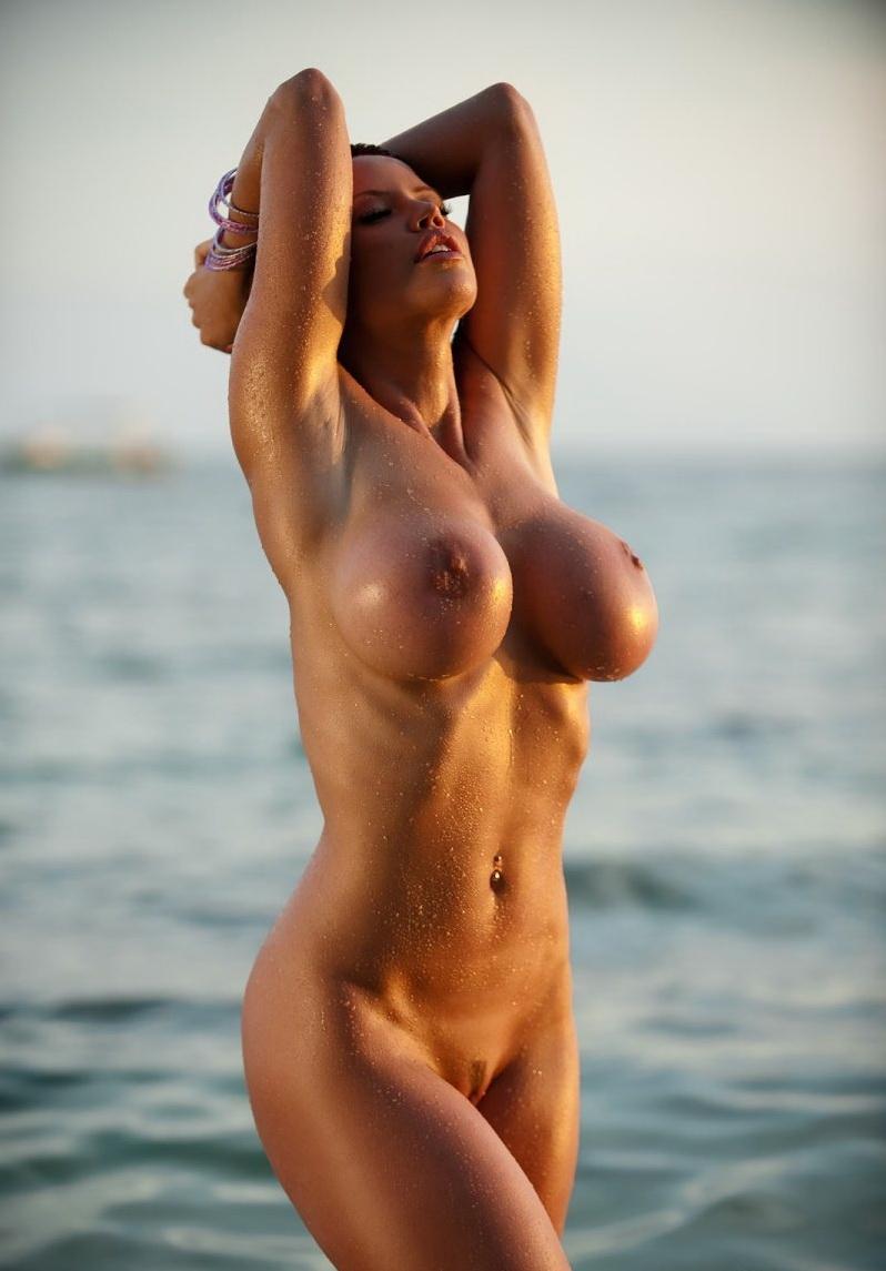 Прекратились, голые и мокрые девушки