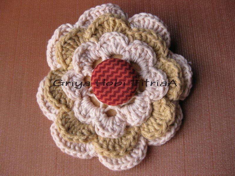 Pola dari buku ibu Ratu Srie Hastutie, Crochet Accessories-Ragam
