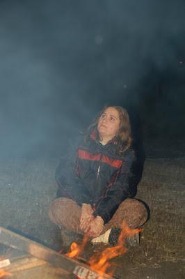 Prin fum de foc de tabara