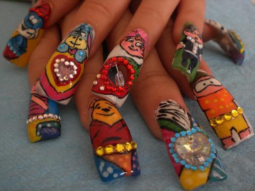 Lindos diseños de uñas con tus personajes favoritos Winnie Pooh, Tigger, papa pitufu, piolin, etc.