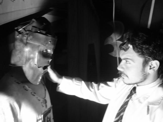 el personaje principal de Comunne y el director Frido Nuñez