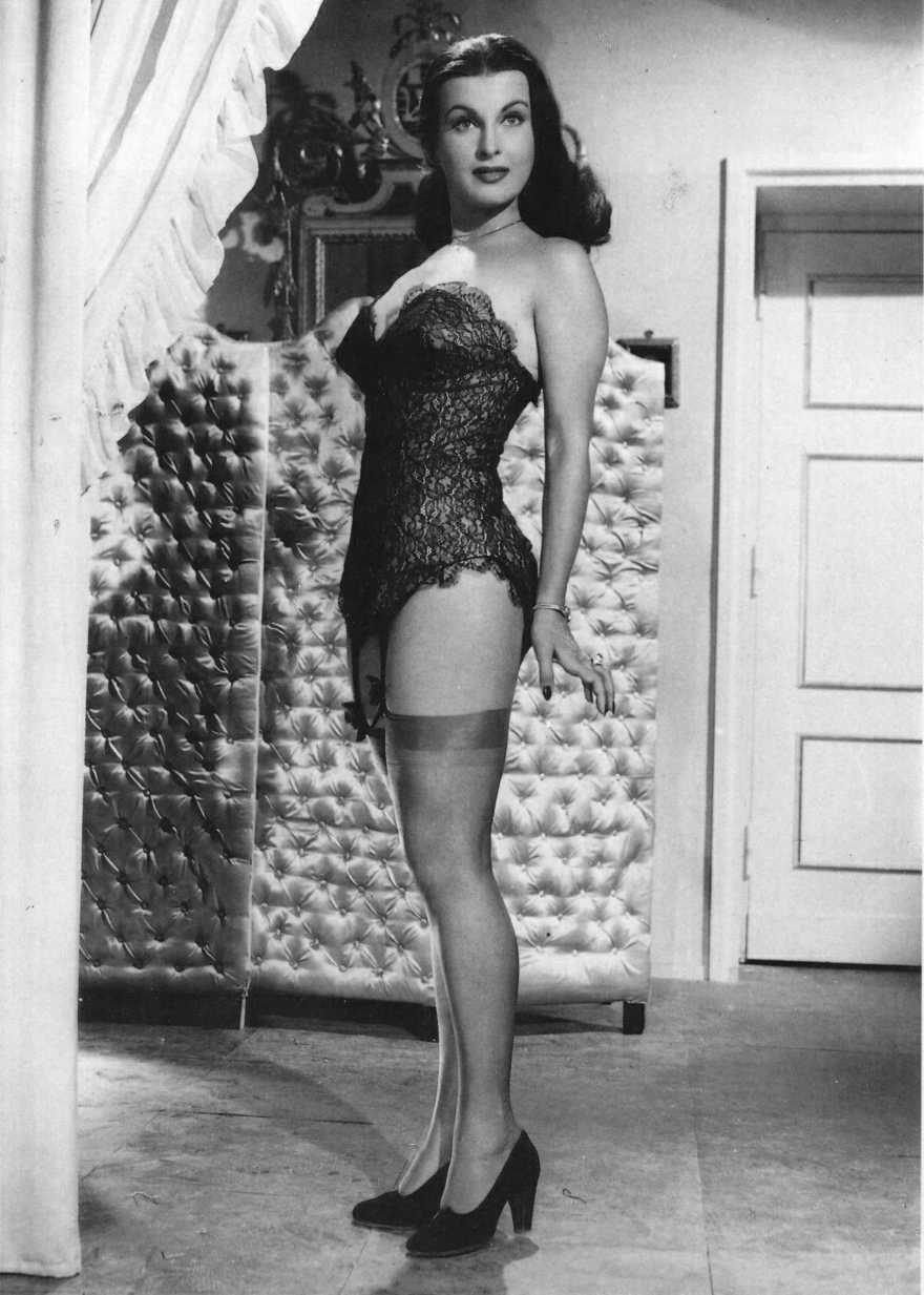 http://2.bp.blogspot.com/_gKW1A9p9bzg/TJjIFePyLsI/AAAAAAAABsY/j1PciE0IcRo/s1600/silvana+pampanini+-stockings+lingerie-1--!!.jpg