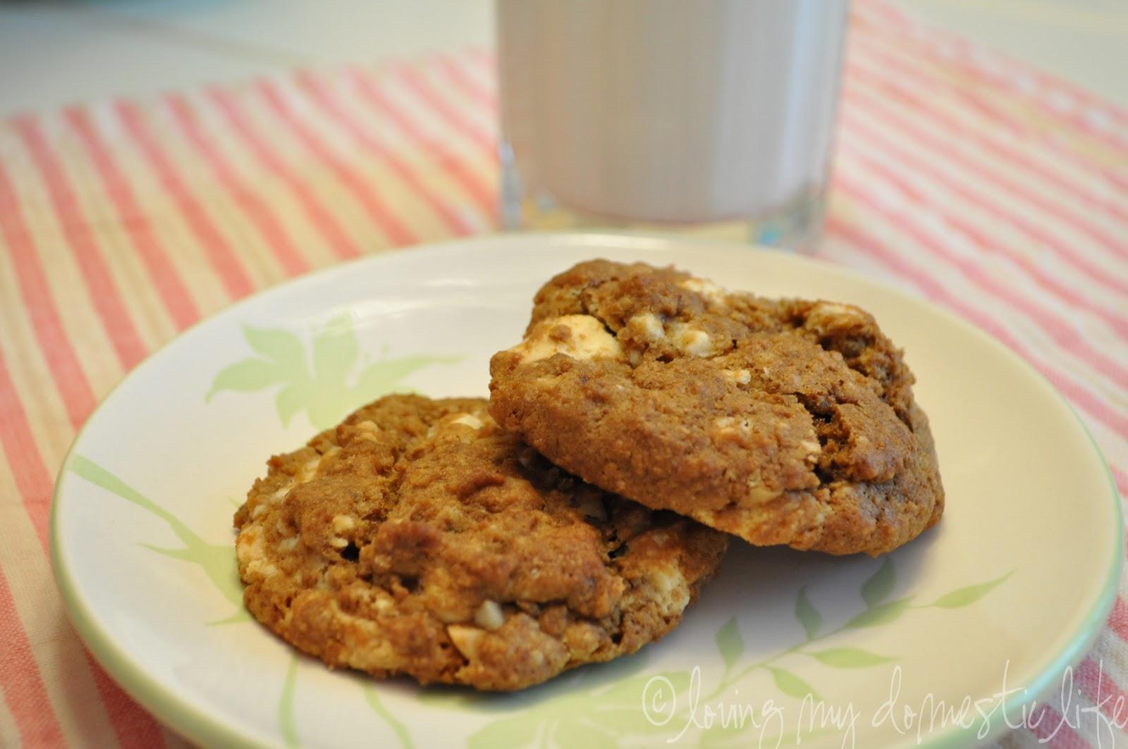 Loving My Domestic Life: White Chocolate Chunk Macadamia Cookies