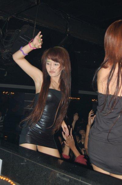http://2.bp.blogspot.com/_gN47eo5V4aY/TE81tS5HsbI/AAAAAAAAB6U/6lNnxJKF5lY/s1600/cewek+dugem_cewek+Clubbing_cewek_bugil.jpg