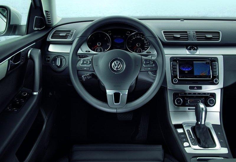 Volkswagen Passat 2011. 2011 Volkswagen Passat Estate