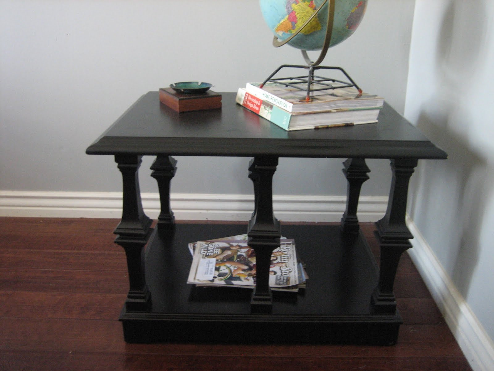Lane Mid Century, Hollywood Glam/Glamour Coffee Table And End Table.  Interesting Carved Legs. Black Finish.