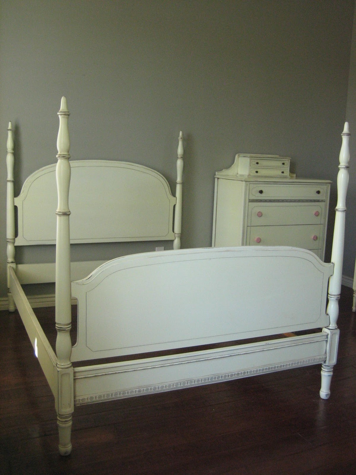 European Paint Finishes Antique White Bedroom Set