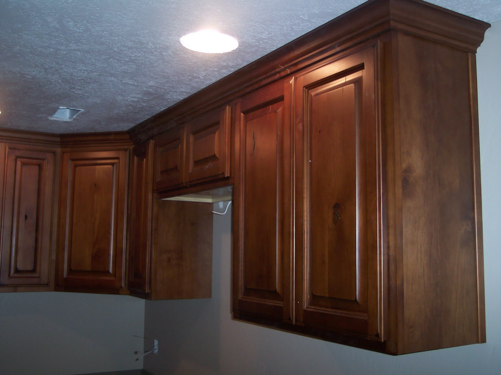 Dark knotty alder kitchen cabinets for Alder wood for kitchen cabinets