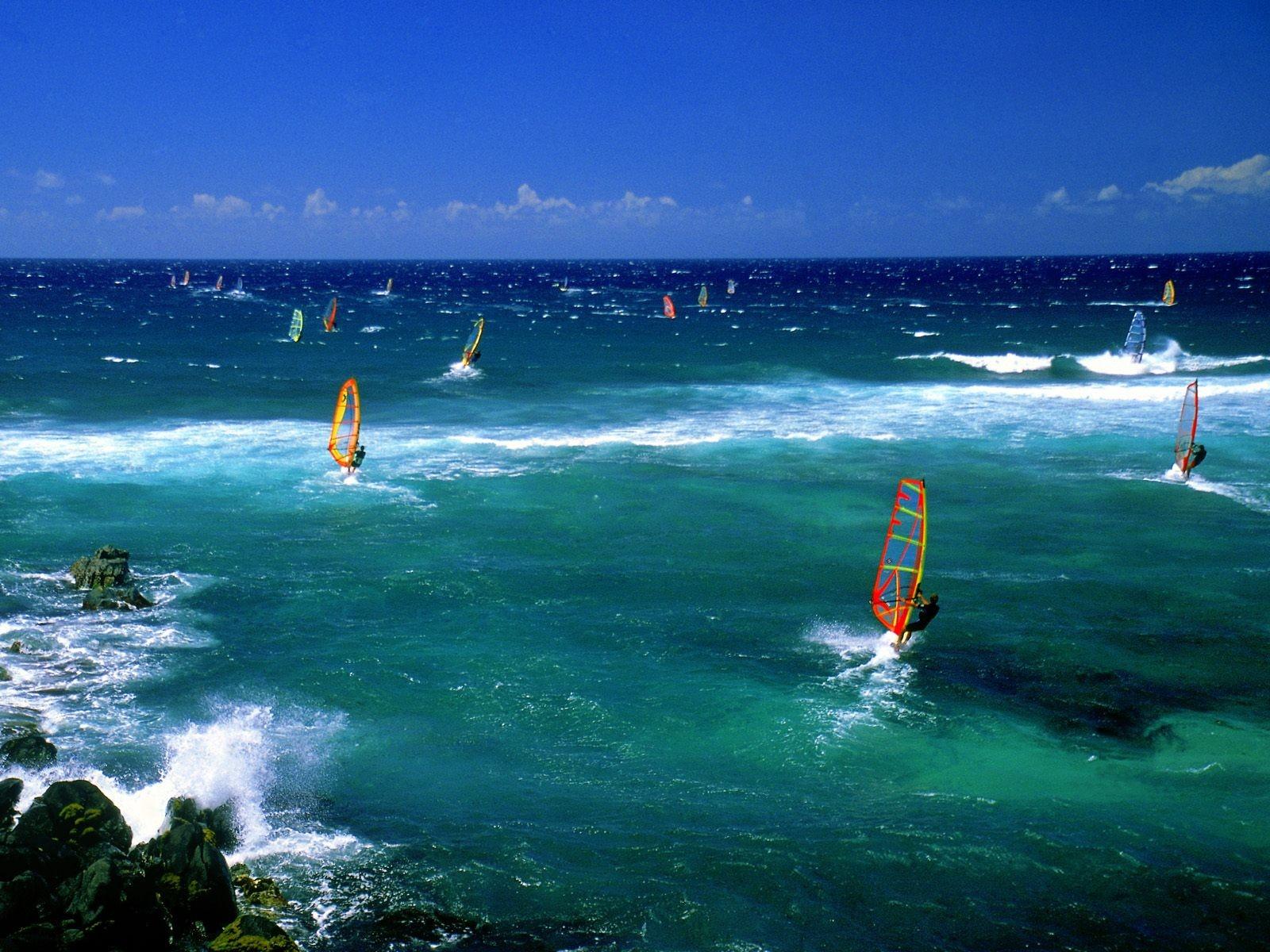 http://2.bp.blogspot.com/_gRl1tLJOW7Q/TLV8yUPVbRI/AAAAAAAABFA/fpJ18ZC5V6A/s1600/maui_windsurfers_desktop_wallpaper_78985_raj.jpg