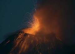 em erupção constante....