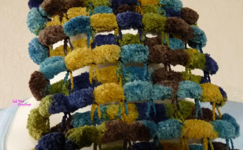 les f es cr atives c 39 est fini rejoignez moi ici echarpe en laine pompons. Black Bedroom Furniture Sets. Home Design Ideas