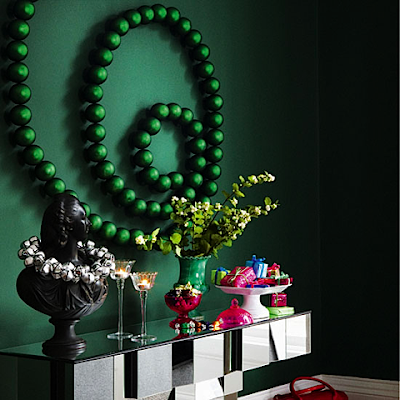 Captive creativity modern christmas decor ideas for Modern christmas decorations online