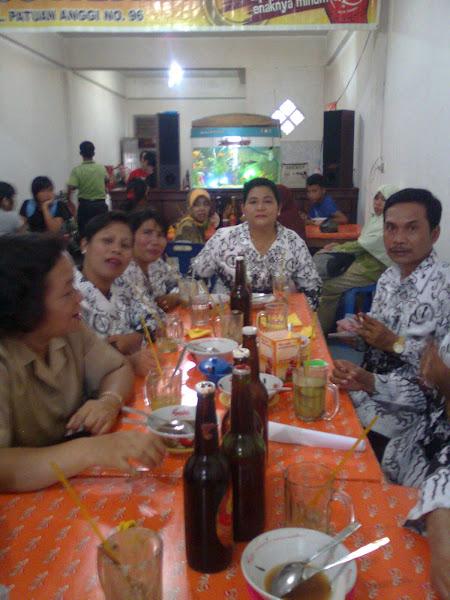 Makan Bersama Guru - guru SMP N 1 Sibolga