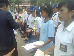 Penerimaan Penghargaan dari Kepala Dinas Pendidikan  Kota Sibolga pada penyambutan Kemerdekaan RI
