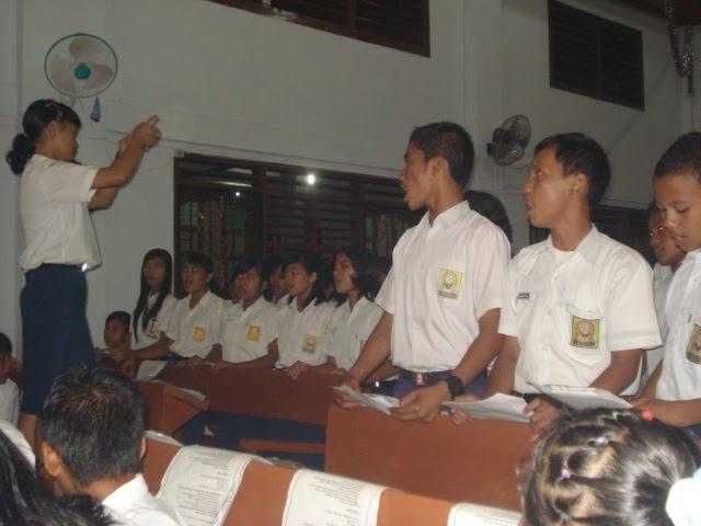 Paduan Suara Kelas IX Pada Perayaan Natal Keluarga Besar SMP Negeri 1 Sibolga