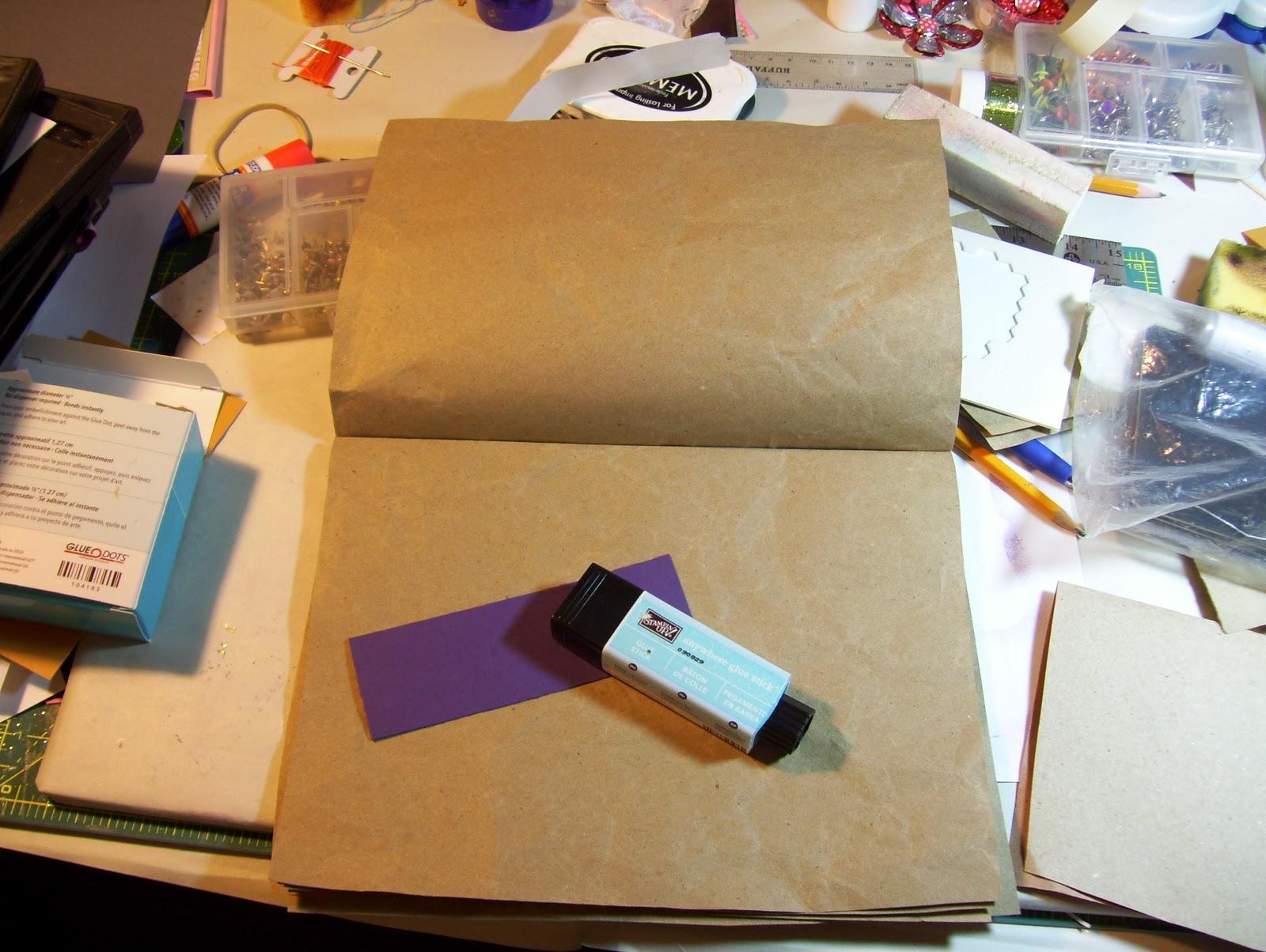 http://2.bp.blogspot.com/_gZkaQFfEzjw/TBBC54GBjpI/AAAAAAAAA_c/aQpBUKKr4Qc/s1600/Recycle+paper+to+glue+items+on.jpg