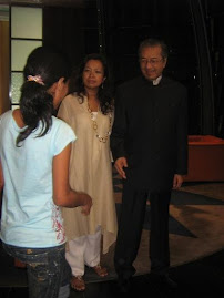 Maria Cardoso congratulated Tun Dr. Mahathir for the new heart.