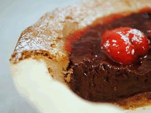 Gluten-free chocolate strawberry tart by Torie Jayne